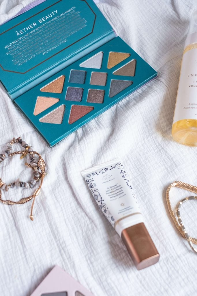 February Favorites- Clean Beauty, Skincare, Books & More #whatsavvysaid #februaryfavorites #cleanbeauty #drunkelephant #aetherbeauty #cleaneyeshadow
