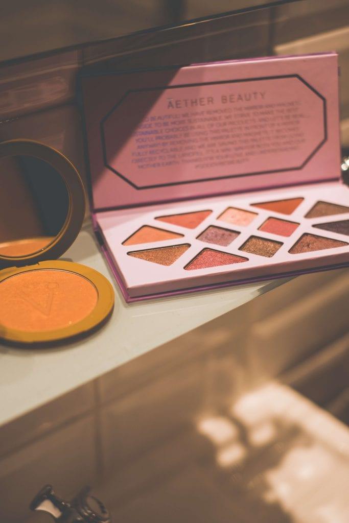 What In My Fall Clean Makeup Bag- #whatsavvysaid #fallmakeupbag #cleanmakeup #aetherbeauty #amethystpalette