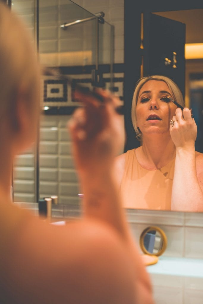 What In My Fall Clean Makeup Bag- #whatsavvysaid #fallmakeupbag #cleanmakeup #aetherbeauty #amethystpalette #falleyeshadow