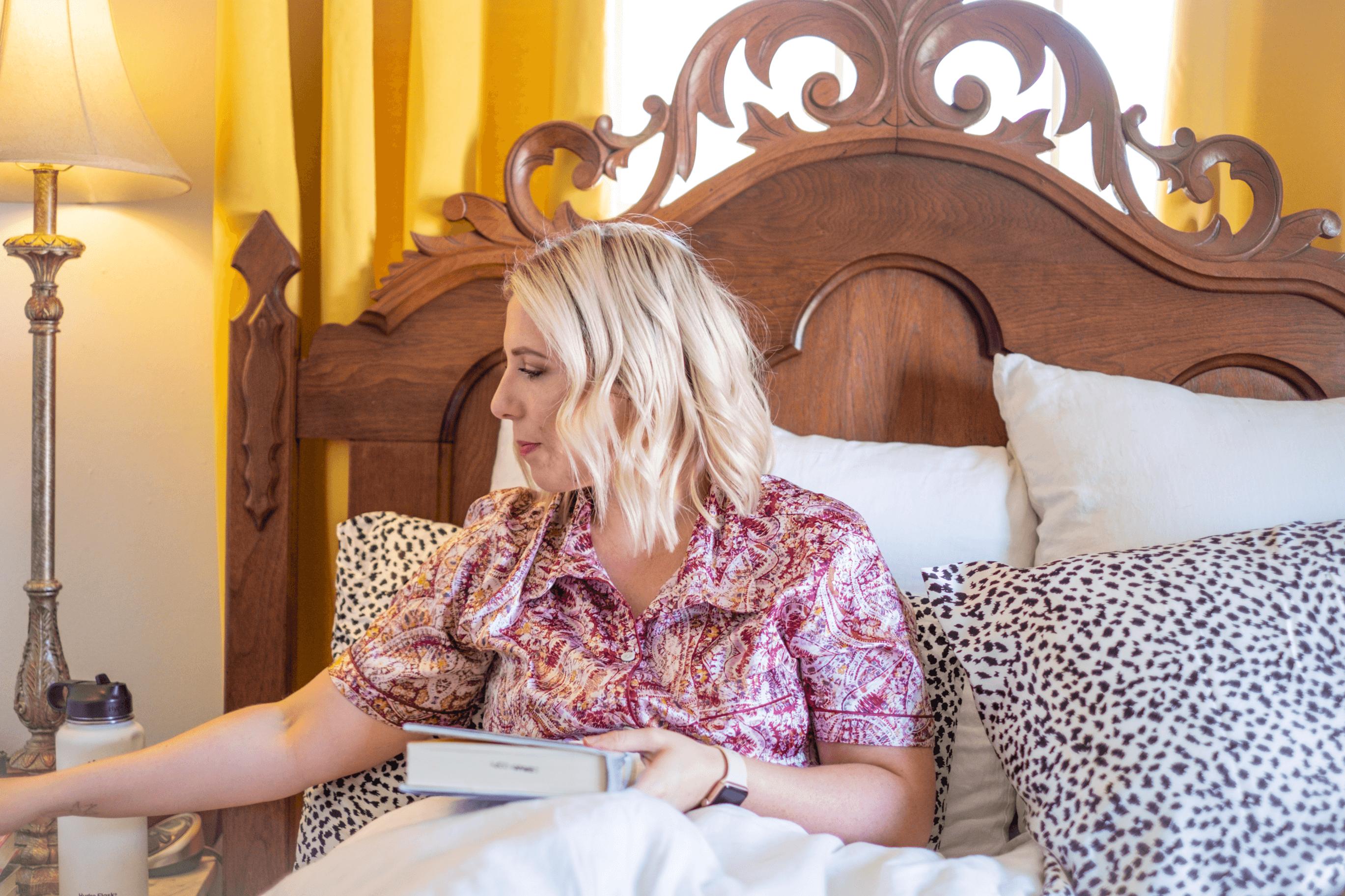 8 Tips To Help You Sleep Better #whatsavvysaid #sleepbetter #getbettersleep #sleeptips #librarybook